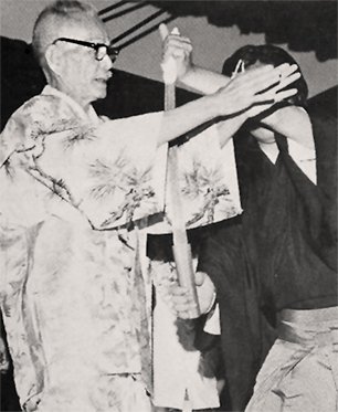 Tenyo Shokyokusai performing his version of the Tenichi Thumb Tie which uses a Samurai Sword.